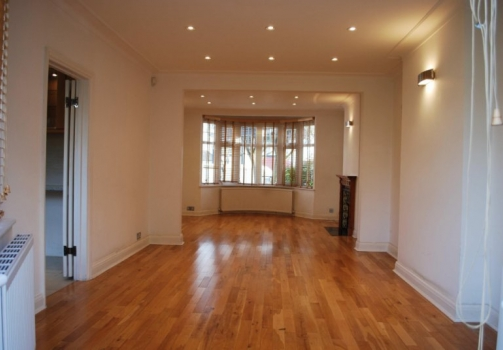 4 Bedroom House for Sale in Hendon, London