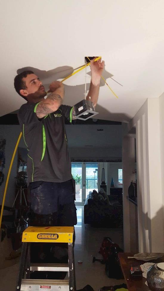Professional electrician in Narre Warren