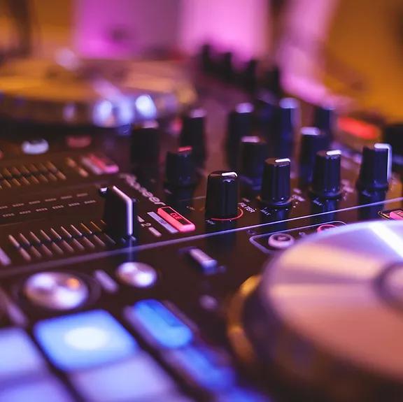 DJ Spinalshift- Your Modern Wedding DJ in Kelowna