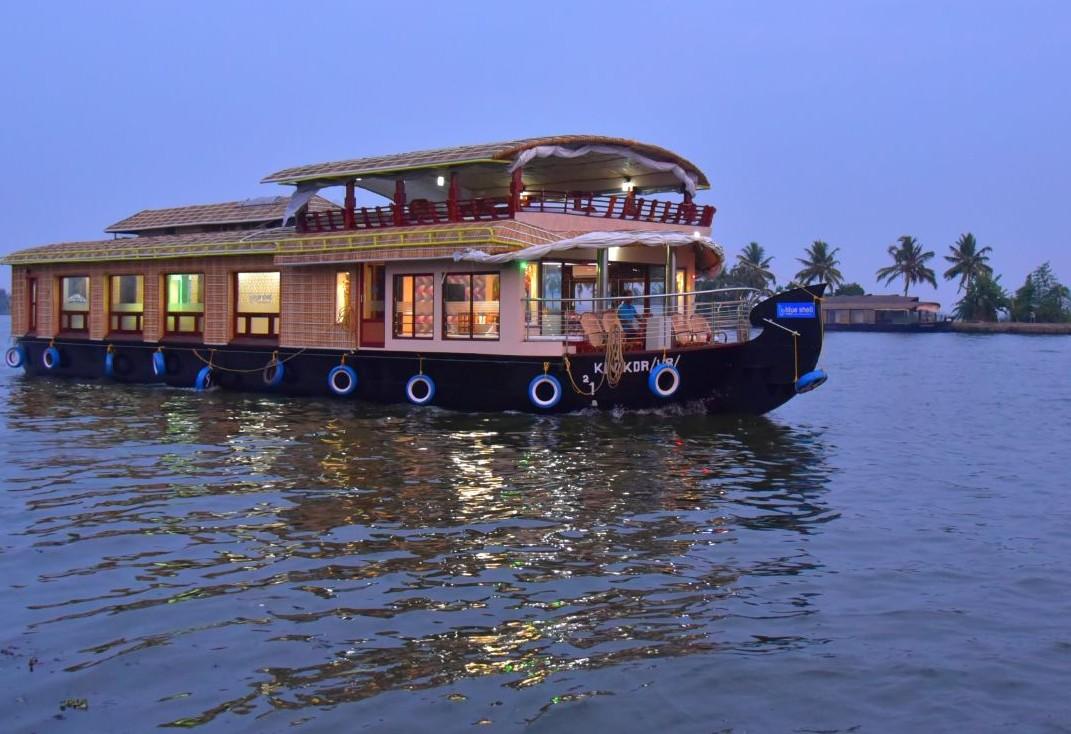 Three Bedroom Houseboat Tour
