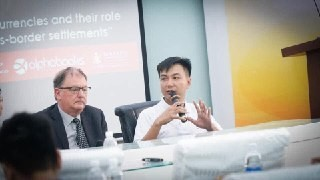 Chuyên gia Blockchain Võ Hùng nói chuy?n t?i Tru?ng Ð?i h?c Kinh t? TP. H? Chí Minh cùng Giáo su Mar