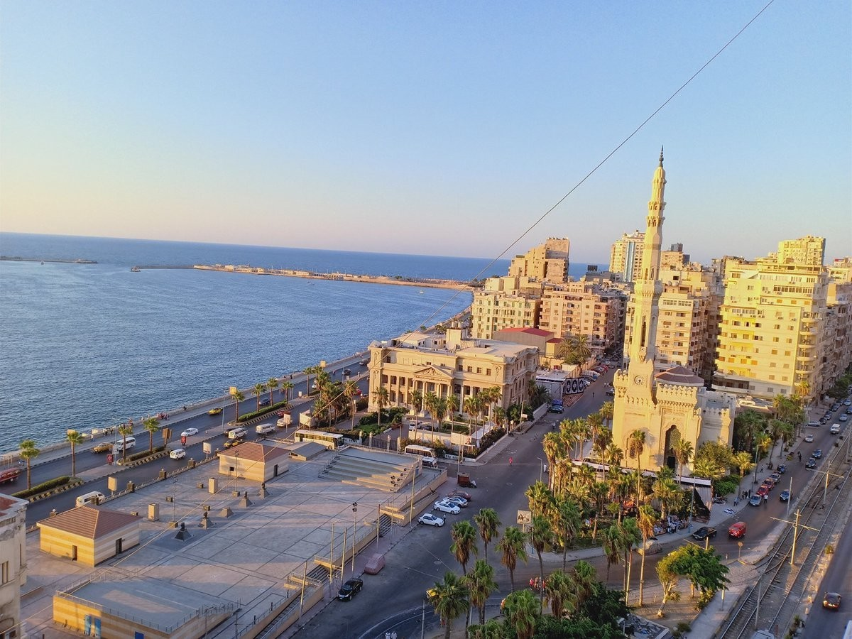 in Al Agamy there is apartment for rent
