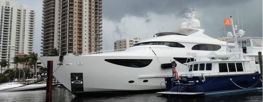 Yacht Exterior Cleaning Monaco ville, Nice, Cannes, Antibes, Saint Tropez, Beaulieu sur Mer, Sait Je