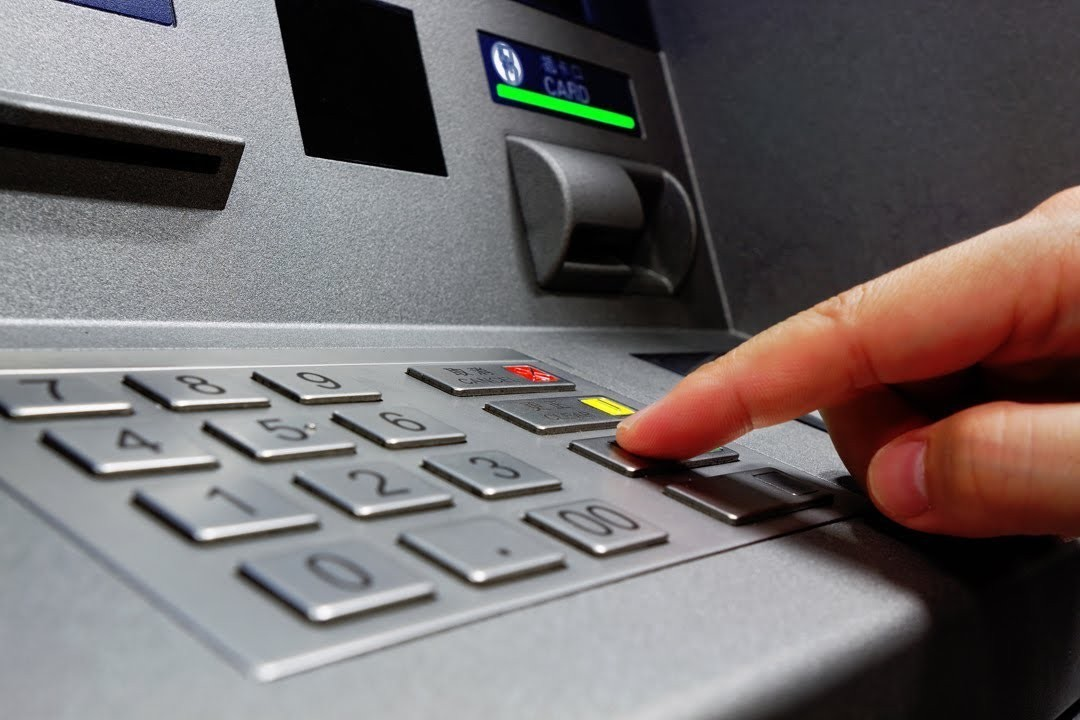 How do ATM machines and card work?