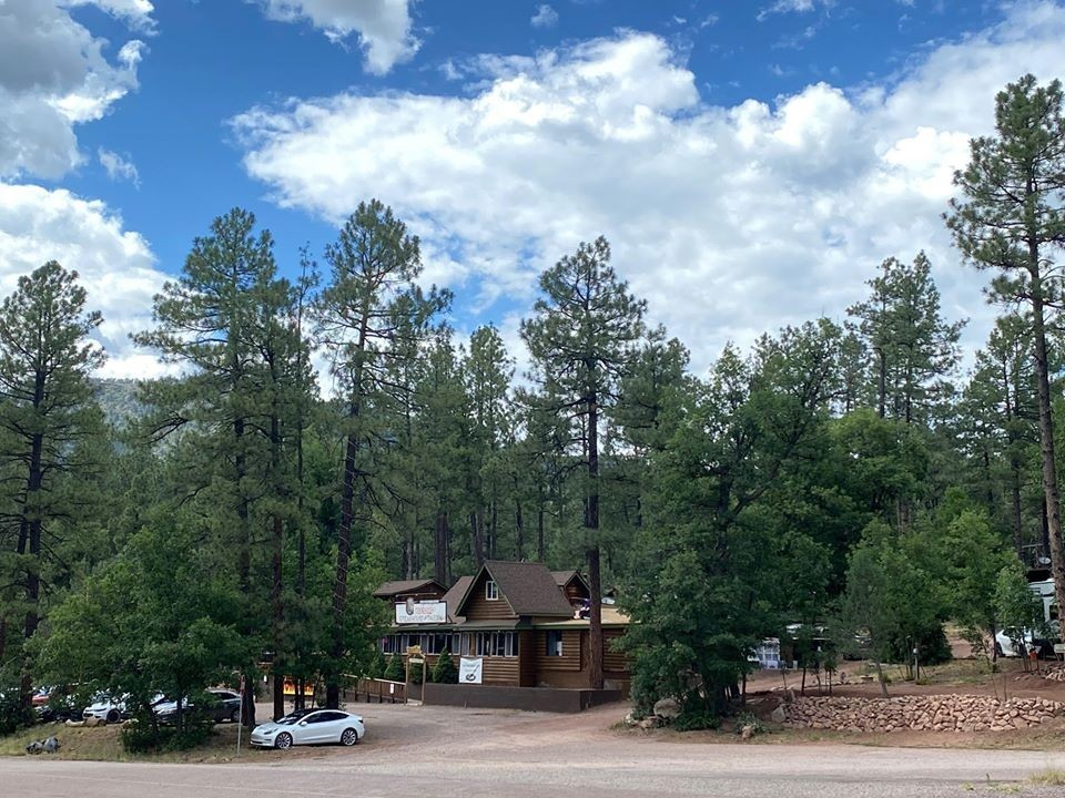Book Creekside Cabins in Phoenix, AZ for your Vacation