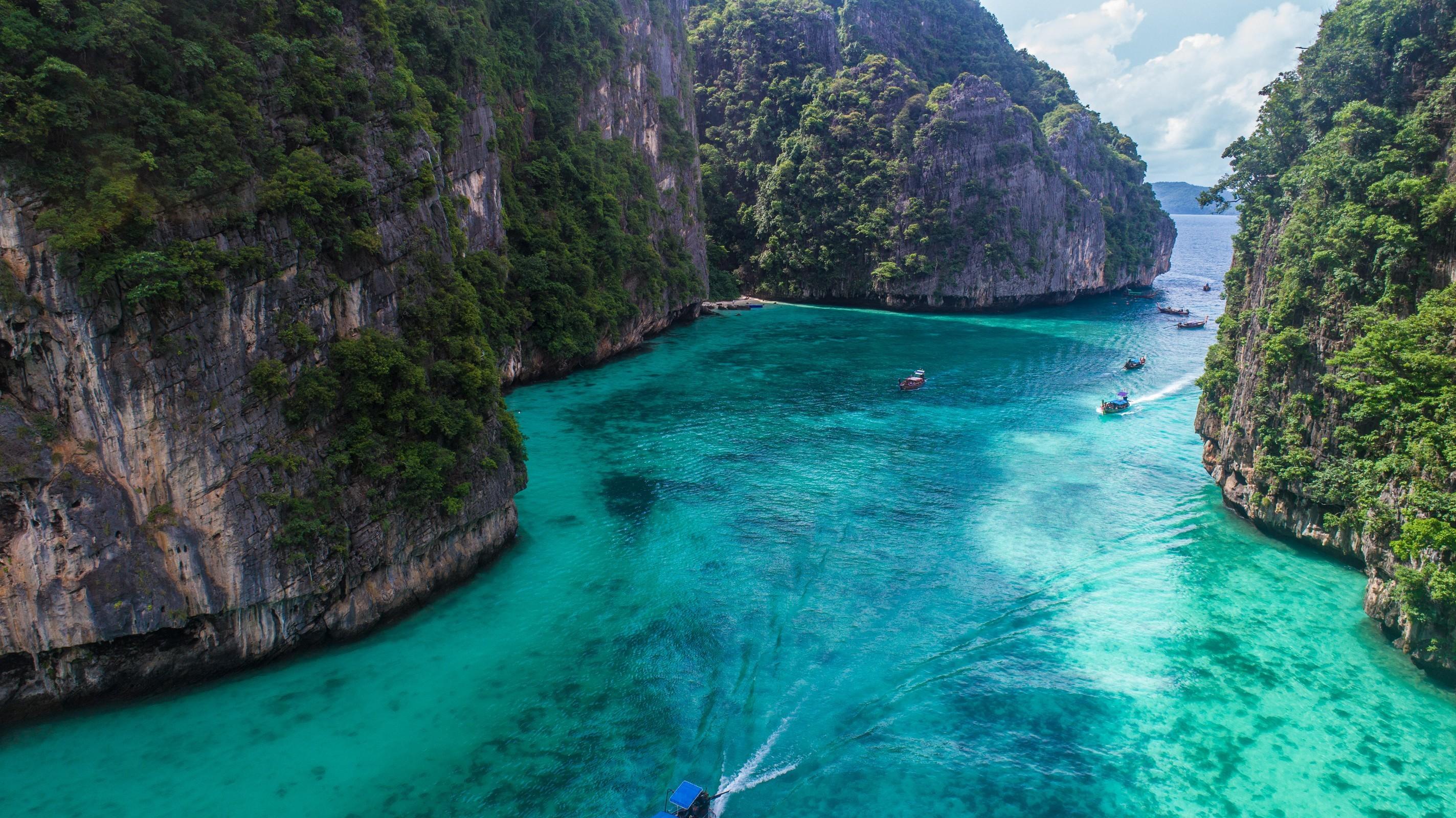 Phi phi island diving