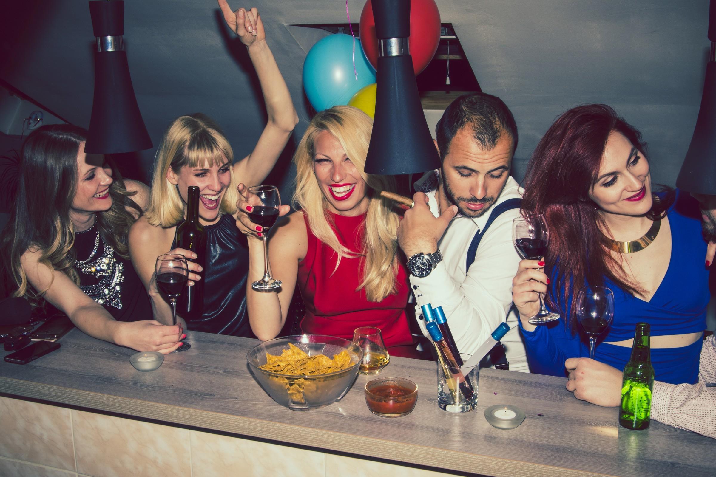 Anuncios clasificados lugares de ocio - ymas bares - centros nocturnos - clubes