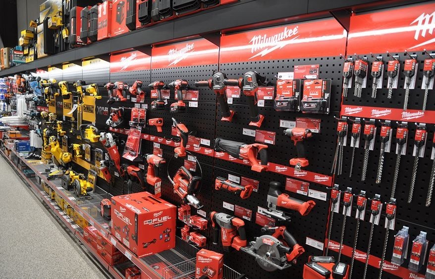 Top shelving and shopfitting expert in France