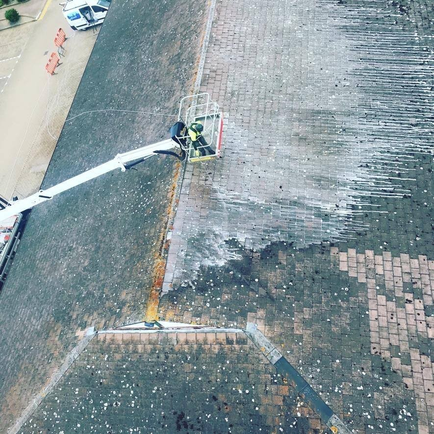 Amazing Roof Cleaning - Dirt Washes Away at a Home in Oxford