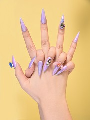 What Are Weatuuy Nails? Learn the most exciting new nail terminology using ornaments