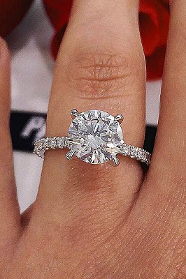Amazing Diamond Engagement Ring